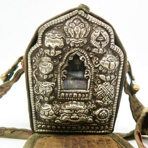 Ghau bouddhiste traditionnel en cuivre et argent forme longue DZ Galerie d'art à Nice