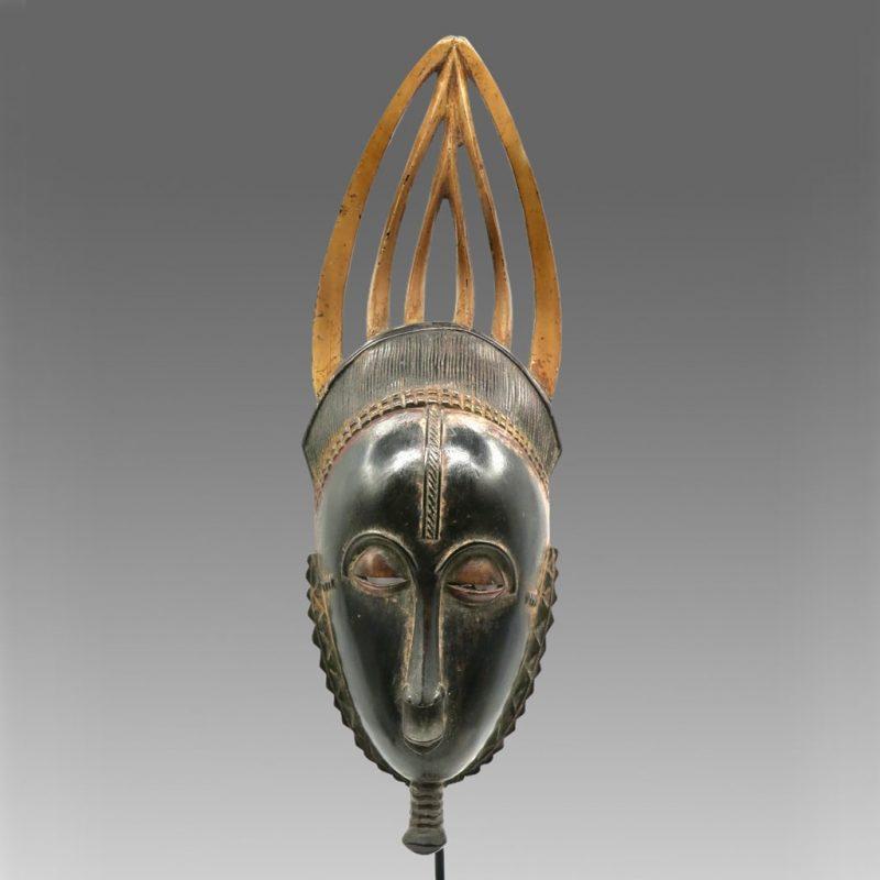 Masque de réjouissance Baoulé sombre DZ Galerie d'art à Nice